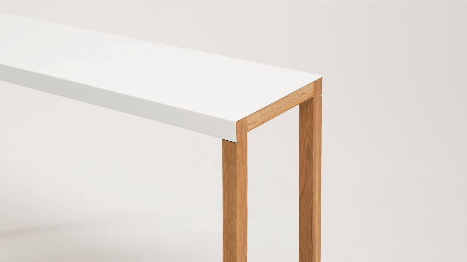 Trivia Console Table Corner