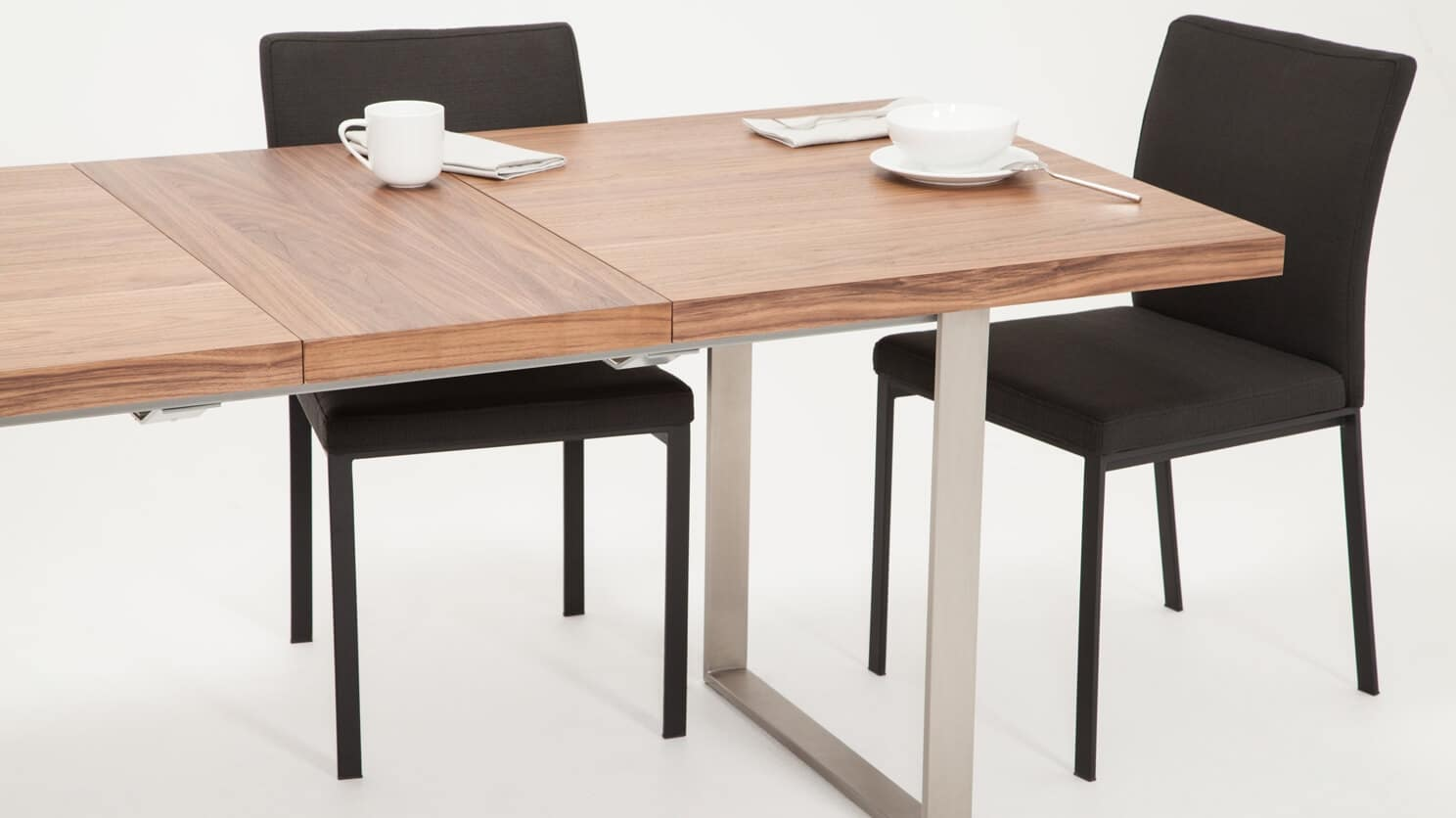 3020 340 par 8 dining tables hatch dining table walnut detail 01