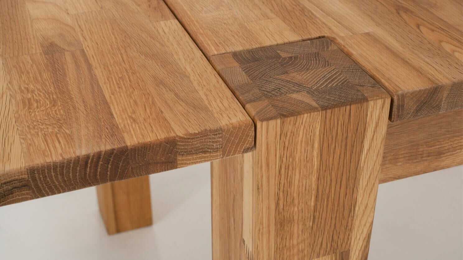 7050 347 8 dining tables harvest dining table detail 02 1
