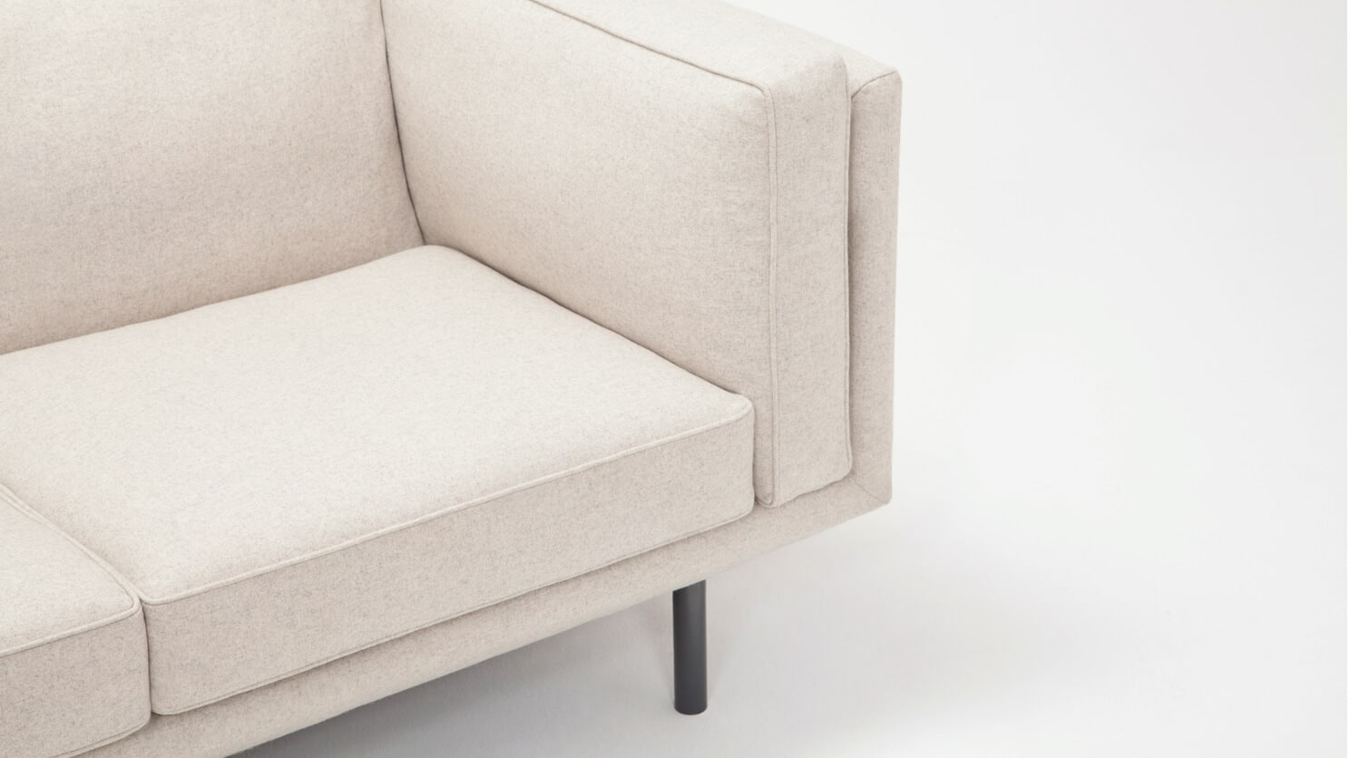 30154 03 03 loveseat plateau feather lana sand detail view