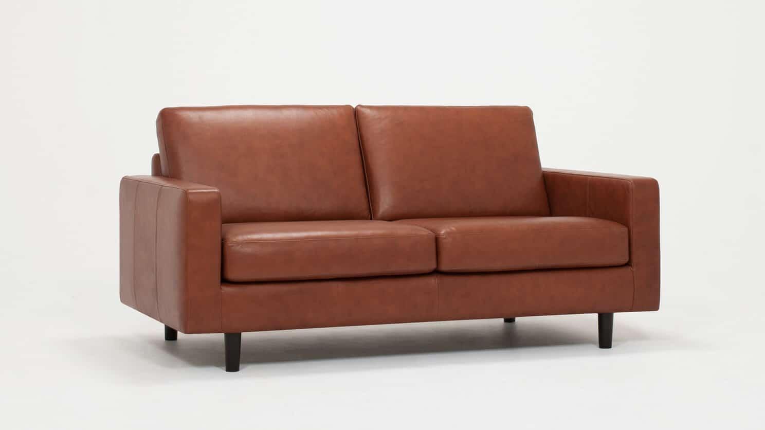 37116 03 02 loveseat oskar leather corner view