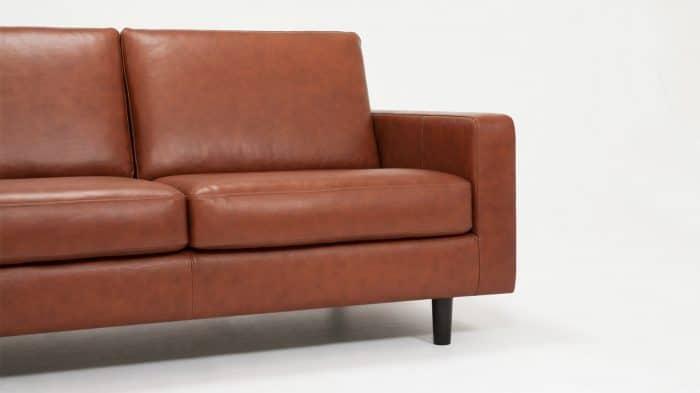 37116 03 03 loveseat oskar leather detail view
