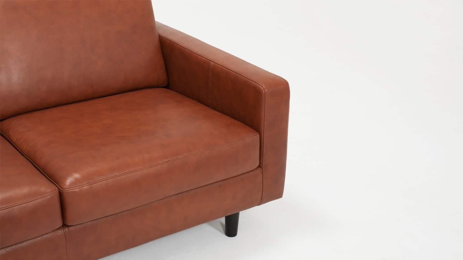 37116 03 04 loveseat oskar leather detail view