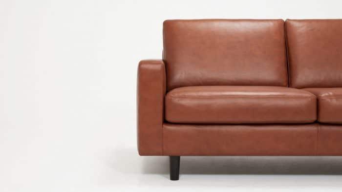 37116 03 05 loveseat oskar leather detail view