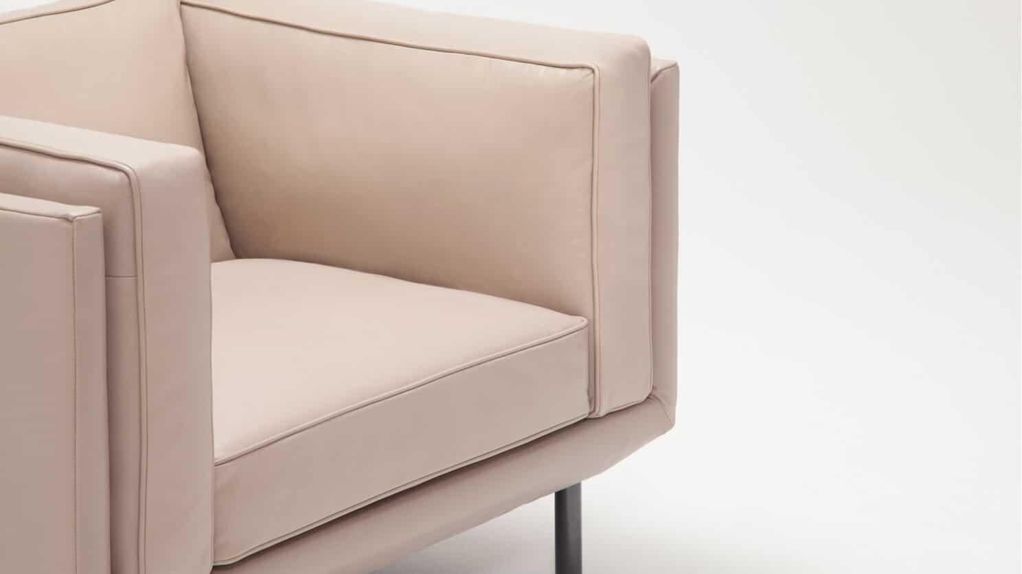 37154 02 3 chairs plateau chair feather coachella warm grey detail 01