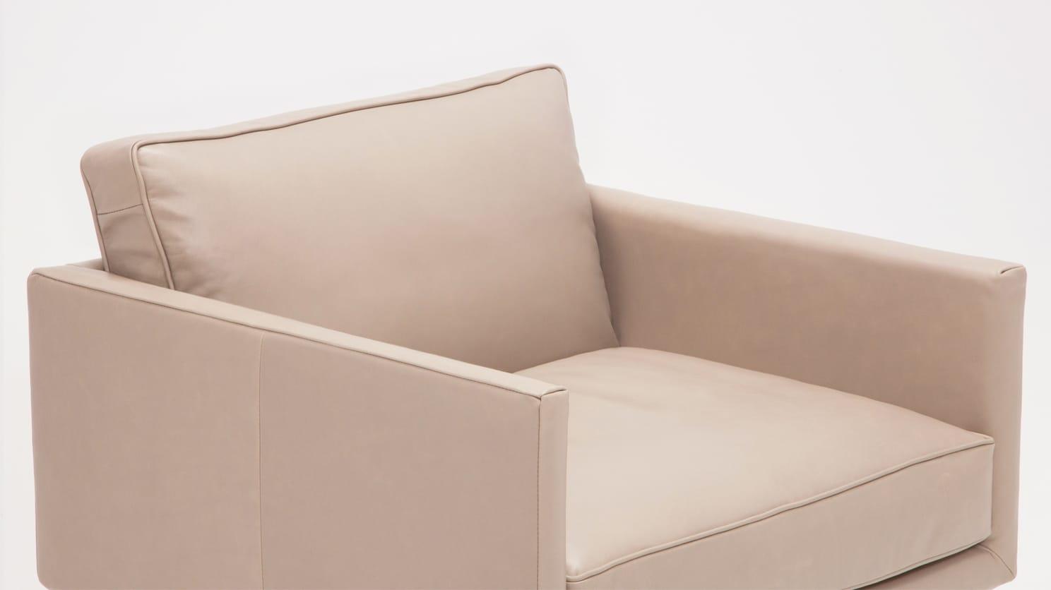 plateau club chair feather coachella warm grey detail 01