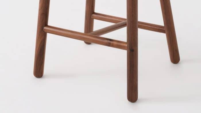 lima counter stool walnut base detail 01